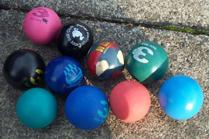 Photo of ten minigolf balls of different colours.